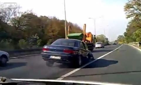 Toliko pijan da je vozio bez točka (VIDEO)