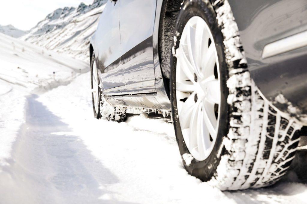 Vožnja po snegu i prijanjanje