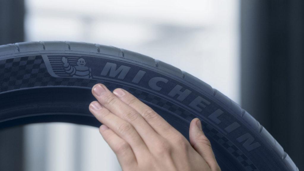 Kod izrade boka gume primenjen je vrhunski dizajn po Michelin tehnologiji Premium Touch